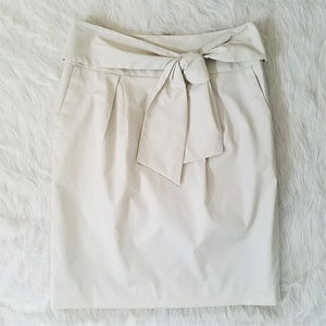 Banana Republic Knee-Length Skirt with Bow Size P0